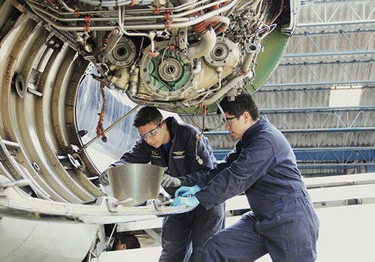 ¿Por qué estudiar aviación en Indoamericana?